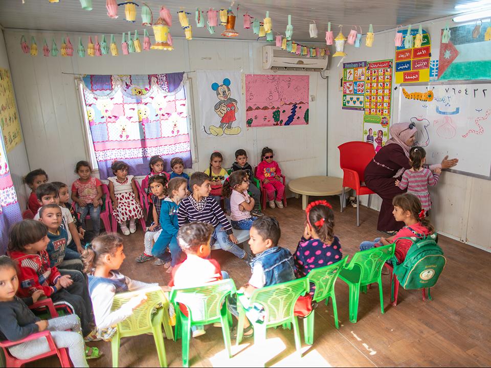 Über 300 Kinder profitieren von der Kinderbetreuung und dem Unterricht im Flüchtlingslager Za'atari in Jordanien. Bild: UN Women/ Christopher Herwig